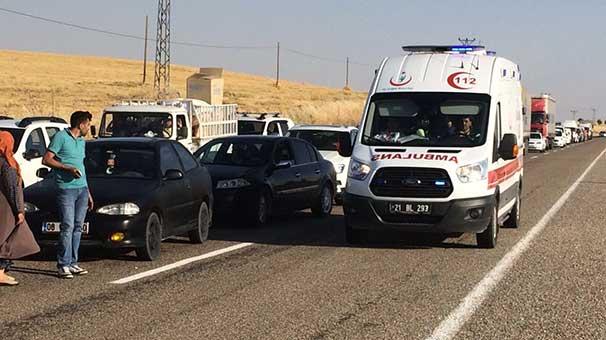 Polis midibüsü ile sivil araç çarpıştı: Ölü ve yaralılar var