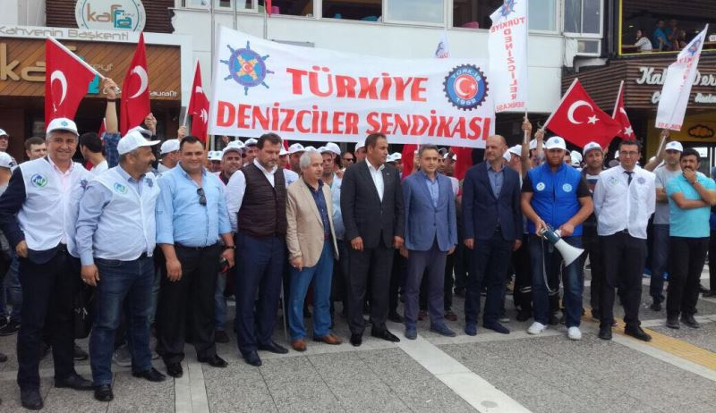 İzmir'de 66 yıl sonra deniz ulaşımı durdu