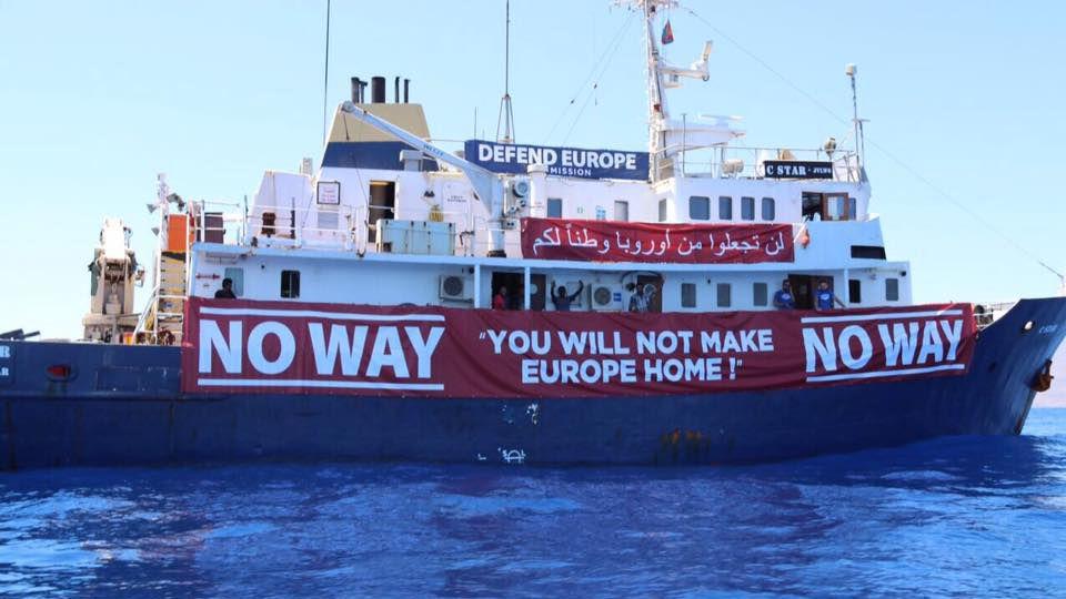 Tunuslu balıkçılar, ırkçı gemiyi limana sokmadı