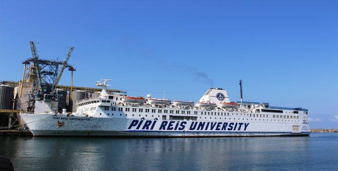 Piri Reis Üniversitesi eğitim gemisi Hopa'da