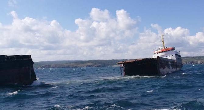 Kuruyük gemisi Kilyos'da ikiye bölündü