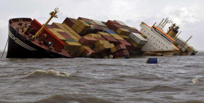 Singapur'da iki gemi çarpıştı: 5 kayıp