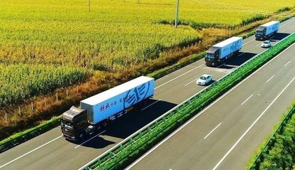 Çinliler, 40 ton yüklü akıllı kamyonlarla taşıdı