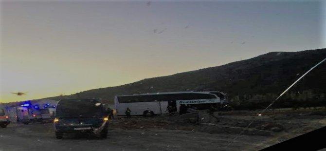 Afyonkarahisar'da otobüs tırla çarpıştı