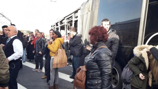 İki metrobüs çarpıştı: Yaralılar var