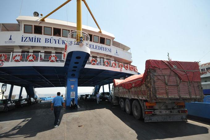 İzmir'de arabalı vapurlar ucuzladı