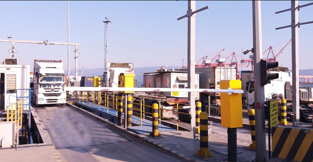 80 KM hızla çarpan 12 tonluk kamyonu durdurdu
