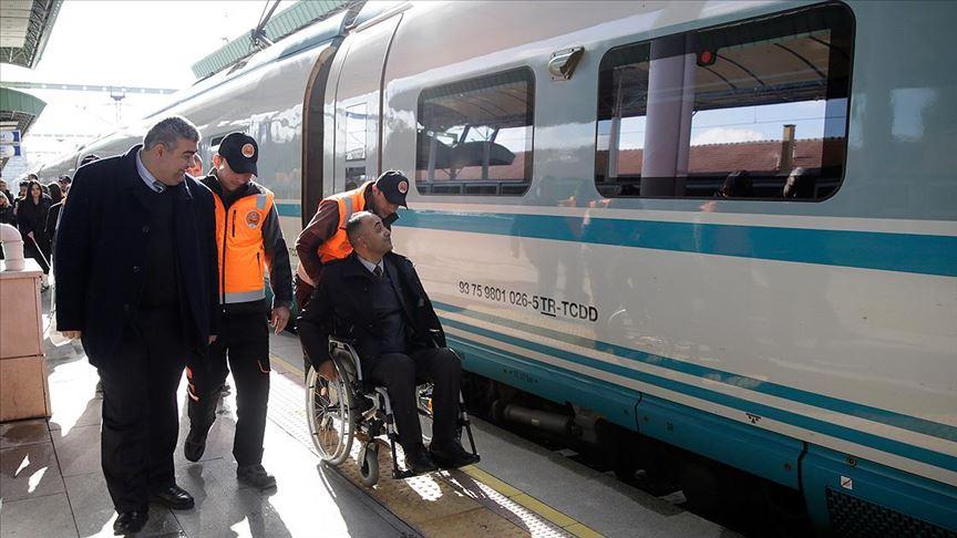 """YHT'de """"engellilere kota"""" ayıbına son verildi"""