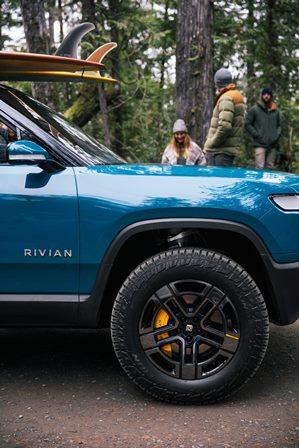 Pirelli dünyanın ilk elektrikli pick-up aracı Rıvıan'a lastik üretti