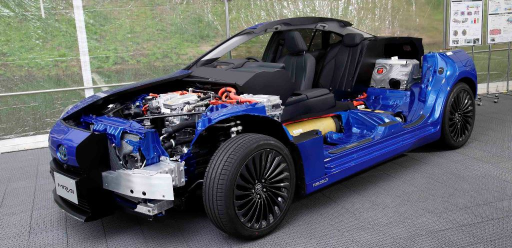 """Toyota'nın """"havayı temizleyen otomobili"""" Mirai yollarda"""