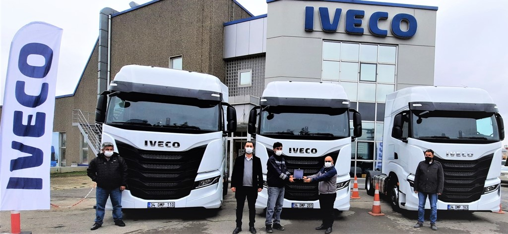 IVECO'dan Fırat Taşımacılık'a 3 S WAY çekici teslimatı