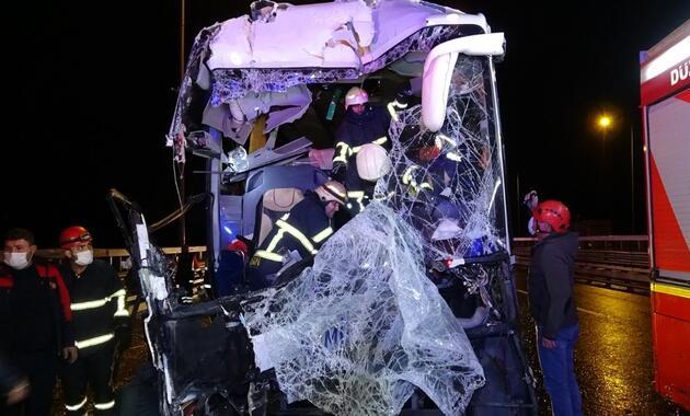 Can pazarı: Yolcu otobüsü kamyona çarptı
