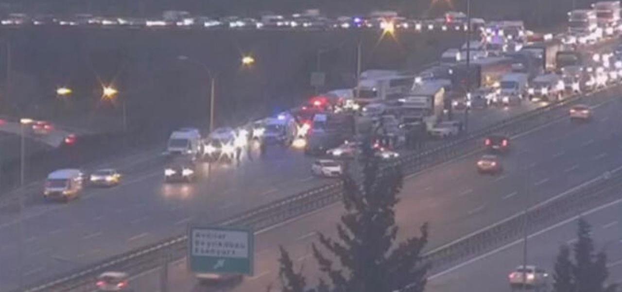 TEM Otoyolu'nda zincirleme kaza: Tüm şeritler kapalı