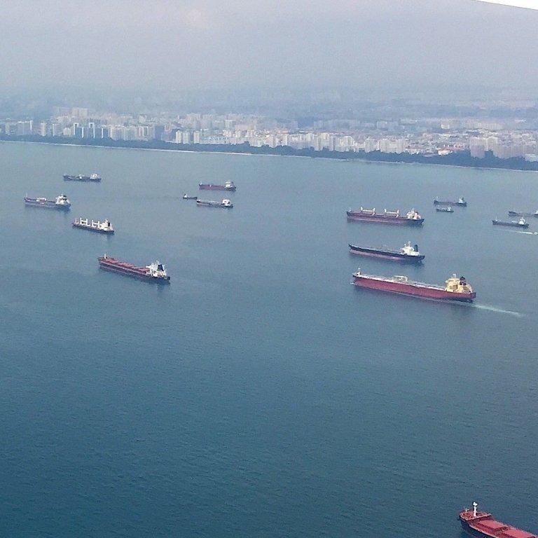Gemiler Çin açıklarında mahsur: Para mı, denizci mi?