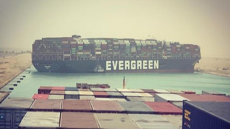 Dev gemi karaya oturdu, dünya ticaret yolu tıkandı