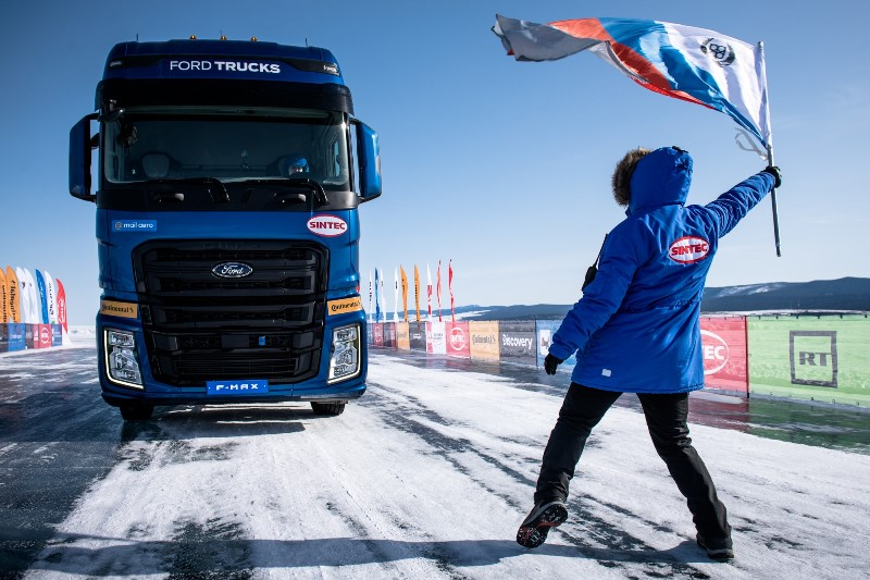 Ödüllü F-MAX'ten, donmuş göl üstünde hız rekoru