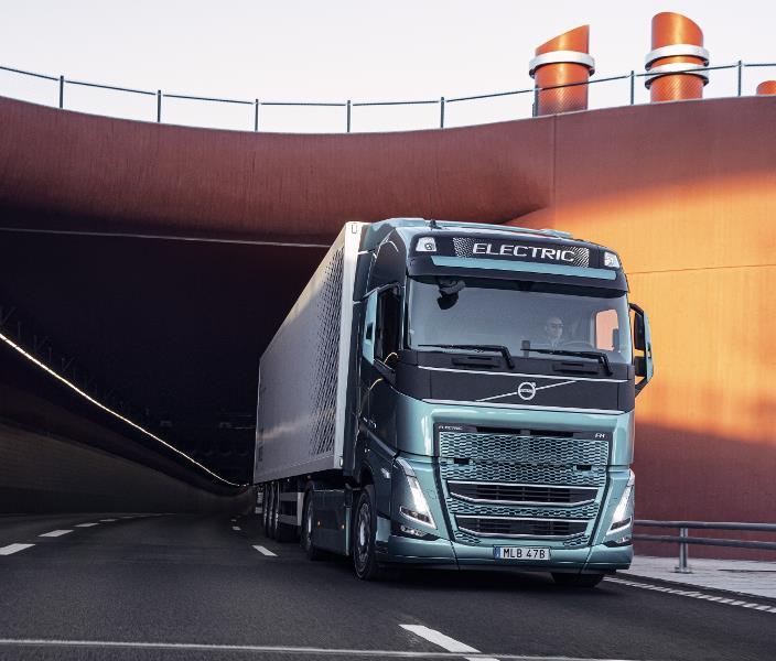 """Volvo Trucks, karayolu taşımacılığında """"elektrikli""""ye hazırlanıyor"""