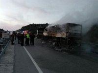 TIR'a çarpan yolcu otobüsü yandı: Çok ölü var