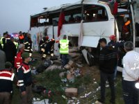 Otobüs düz yolda devrildi: 4 ölü, 37 yaralı