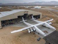 Dünyanın en büyük uçağı ilk kez havalanacak