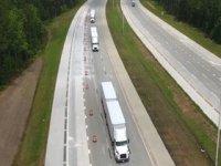 İki treyler taşıyan üç kamyonu kullanan tek şoför!