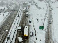 Bursa-İzmir otobanı kar yağışı nedeniyle trafiğe kapandı