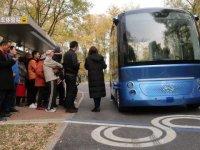 Çin'in ilk sürücüsüz otobüsü, yolcu taşımaya başladı