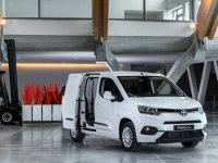 Toyota'nın ezber bozacak hafif ticarisi vitrine çıkıyor