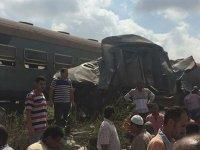 Mısır'da iki tren çarpıştı: Onlarca ölü var