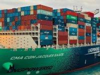 21.433 TEU dolu konteyner taşıyarak dünya rekoru kırdı
