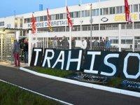 Renault çalışanları, fabrikada yöneticileri rehin aldı