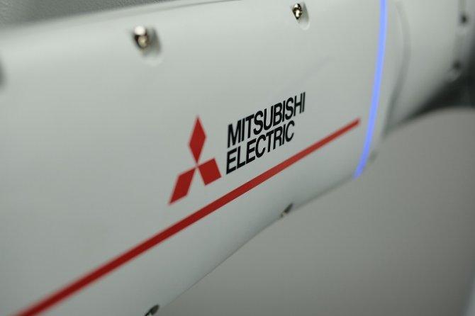 mitsubishi-cobot2.jpg