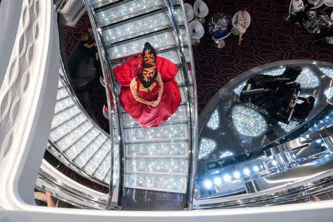 msc-meraviglia_swarovski-staircase-photo-credit-ivan-sarfatti.jpg