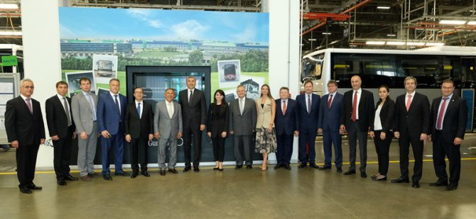 tataristan-cumhurbaskaninin-hosdere-otobus-fabrikasi-ziyareti_1.jpg