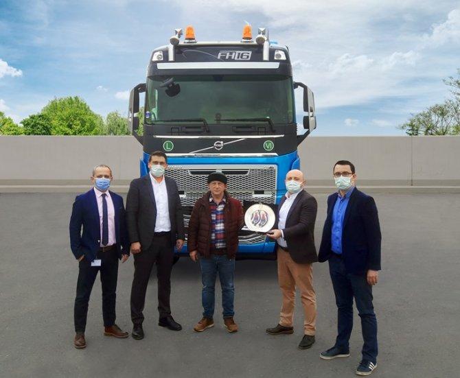 volvo-trucks-zafer-kardesler-teslimat1.jpg