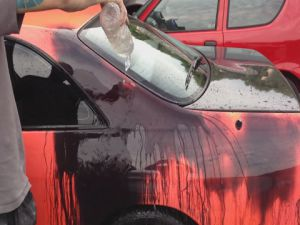 Bu Araba Çok İlginç Su Dökünce Rengi Değişiyor