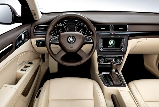 Skoda-Superb-2013-interior