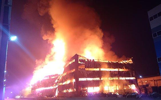 Halkalı gümrük sahasında korkutan yangın